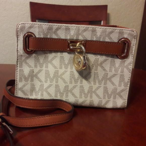 Michael Kors Handbags - Michael Kors Hamilton Crossboday
